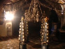 Nạn dịch COVID-19, kể chuyện nhà thờ xương người ở Kutna Hora, Cộng Hòa Séc